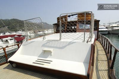 10lifeonboat.jpg